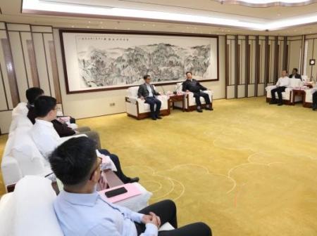 贺州市市长林冠会见盈科资本董事长钱明飞先生
